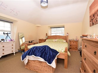 2 bed first floor flat in Dover