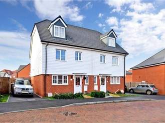 4 bed semi-detached house in Aylesham, Canterbury