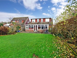 5 bed detached house in Meopham