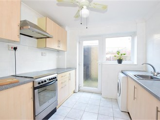 2 bed end of terrace house in Dover