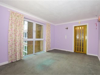 1 bed second floor flat in Folkestone