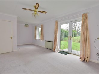 2 bed semi-detached bungalow in Marden, Kent