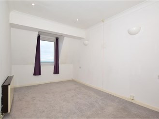 1 bed top floor flat in Sandgate, Folkestone