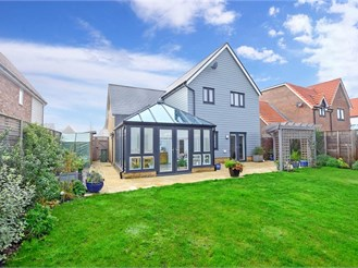 4 bed detached house in New Romney