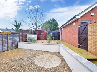 3 bed end of terrace house in Sittingbourne