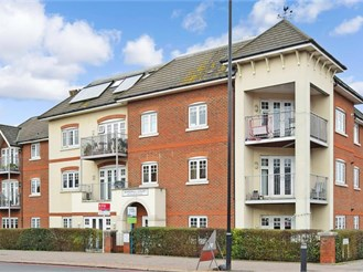 2 bed first floor flat in Shirley, Croydon