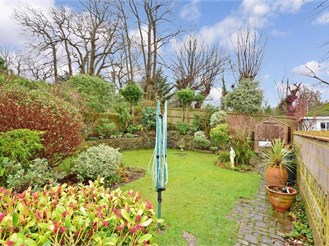 3 bed detached house in Higham, Rochester