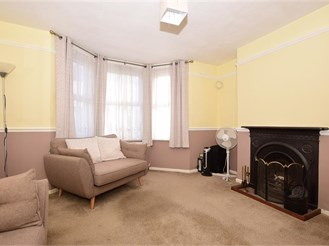 3 bed terraced house in Dover