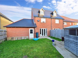 3 bed end of terrace house in Iwade, Sittingbourne