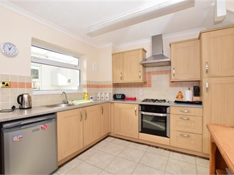 3 bed terraced house in Coxheath, Maidstone