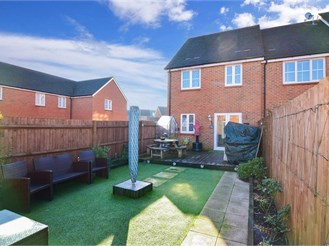 3 bed end of terrace house in Wainscott, Rochester