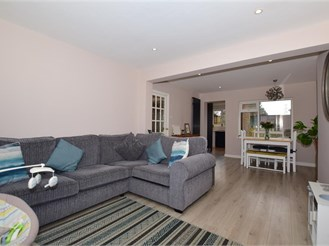 3 bed semi-detached house in Chartham, Canterbury