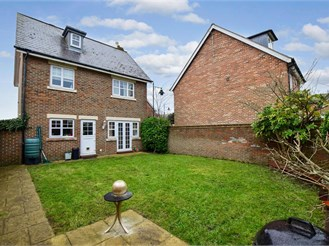 4 bed detached house in Kings Hill, West Malling