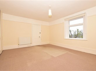 2 bed top floor apartment in Whitstable