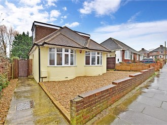 4 bed chalet bungalow in Canterbury