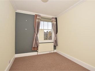 2 bed terraced house in Faversham