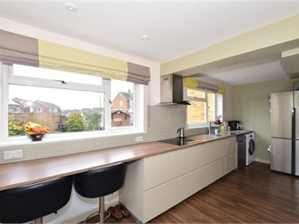 5 bed semi-detached house in Plumpton Green, Lewes