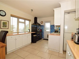 4 bed detached house in Eynsford, Dartford