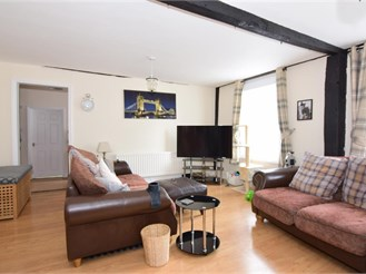 2 bed first floor apartment in Rochester
