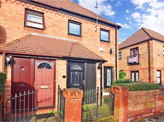 3 bed semi-detached house in London E6