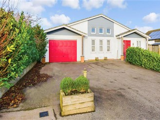 4 bed bungalow in St. Margarets-At-Cliffe, Dover