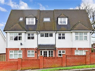 2 bed top floor flat in Shirley