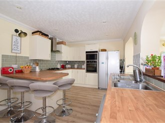 4 bed semi-detached house in Sturry