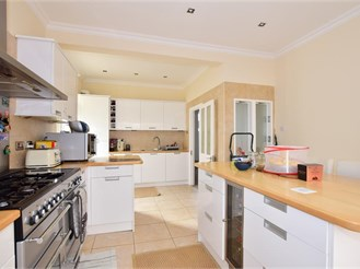 4 bed chalet bungalow in Ilford