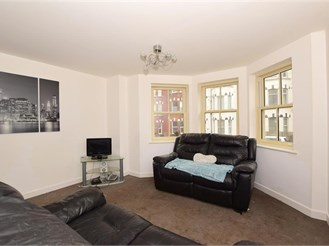 2 bed first floor apartment in Westbrook, Margate