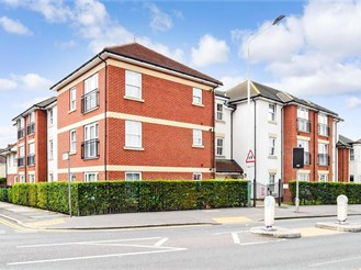 1 bed ground floor retirement flat in Hornchurch