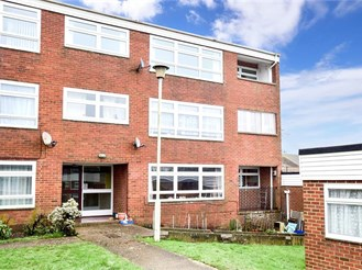 3 bed first floor flat in Ashford