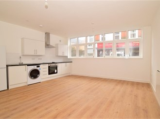 2 bed ground floor converted flat in Chatham