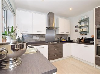 3 bed semi-detached house in Halling, Rochester