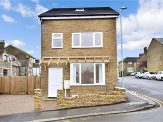 3 bedroom detached house in Dover