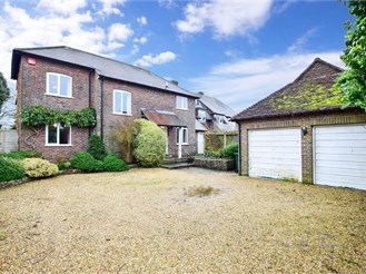 4 bedroom detached house in Lavant, Chichester