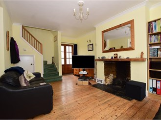 3 bed semi-detached house in Lydden, Dover