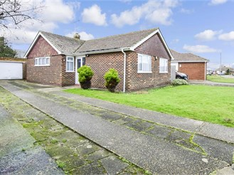 3 bed detached bungalow in Margate