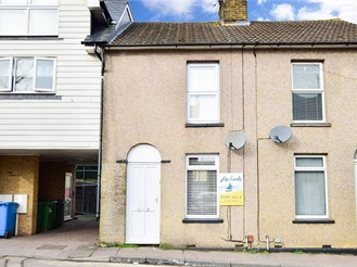 2 bed semi-detached house in Sittingbourne