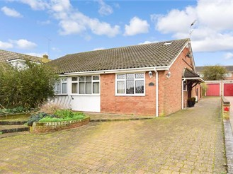 4 bed chalet bungalow in Higham, Rochester
