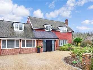 4 bed detached house in Warlingham