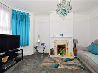 3 bed end of terrace house in Gillingham