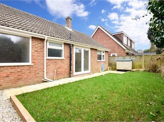 4 bed bungalow in Whitfield, Dover