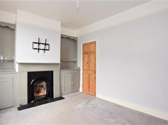 2 bed end of terrace house in Rochester