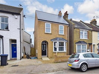 3 bed detached house in Herne Bay