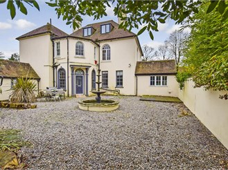 6 bed detached house in Stanford, Hythe