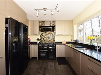 5 bed detached house in Aylesford