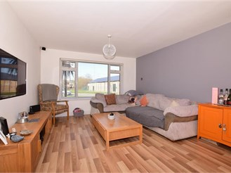 3 bed semi-detached house in Whitstable