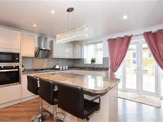 6 bed semi-detached house in Ilford