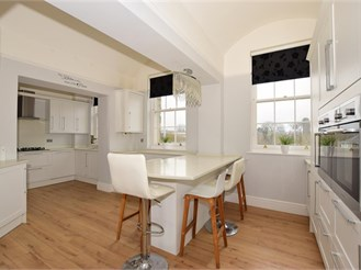 3 bed second floor apartment in Maidstone