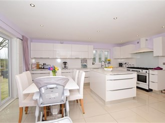 6 bed detached house in Kings Hill, West Malling